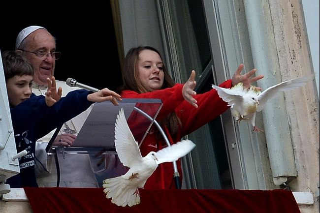 pope_francis_peace_doves_2014_01-27